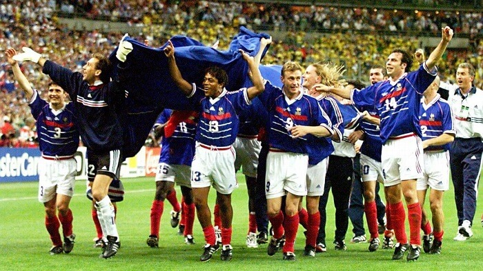 Năm 1998, khi giữ cương vị chủ nhà, Pháp trở thành đội tuyển quốc gia thứ bảy vô địch World Cup