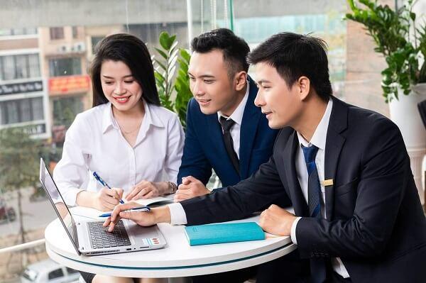 Tin học và ngoại ngữ là 2 chìa khóa dẫn đến thành công của ngành tài chính ngân hàng